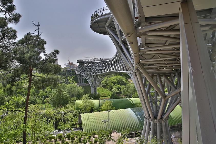 Pont piétonnier Tabiat, Téhéran (Iran), Diba Tensile Architecture © Aga Khan Trust for Culture / Barzin Baharlouie