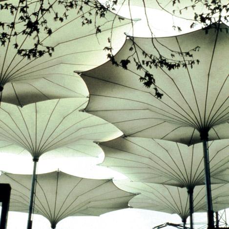 Parapluies pour la tournée des Pink Floyd. © Frei Otto