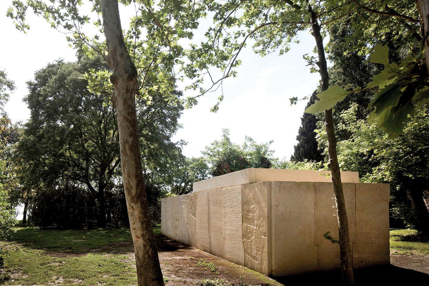 Chapelle conçue par Eduardo Souto de Moura pour le pavillon du Saint-Siège 2018. Ph. © Alessandra Chemollo/ Biennale d'architecture de Venise.